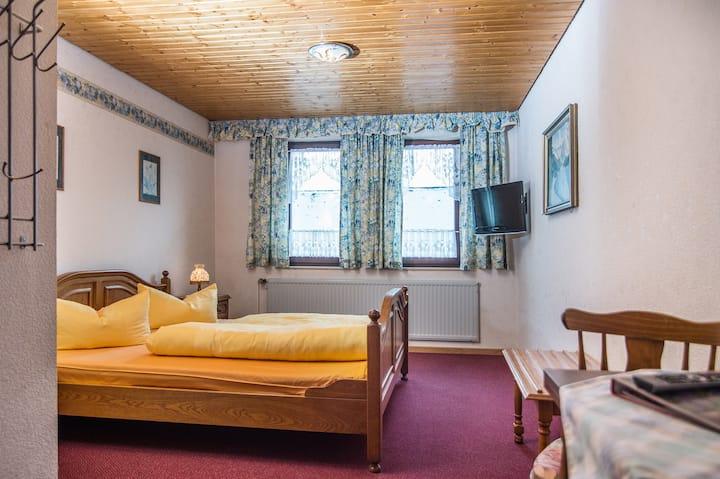 Gutshof Colmberg (Colmberg), Doppelzimmer Standard mit kostenfreiem WLAN und Fernseher
