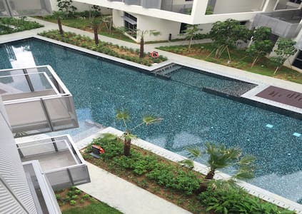 Best located Pool Private Modern Condo near to MRT - シンガポール