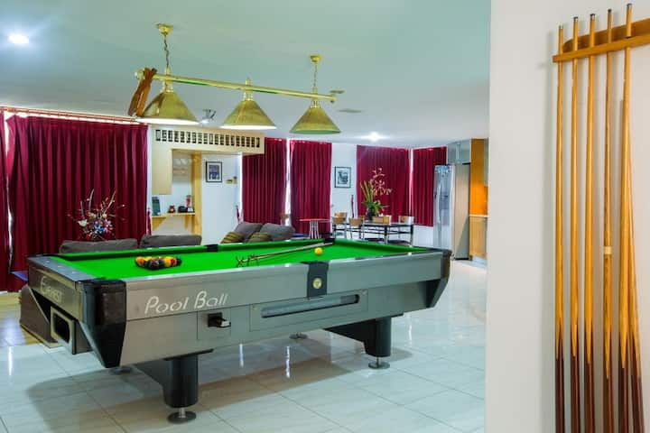 Seaview penthouse pool table