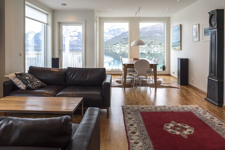 Large seahouse with a stunning view - Tromsø