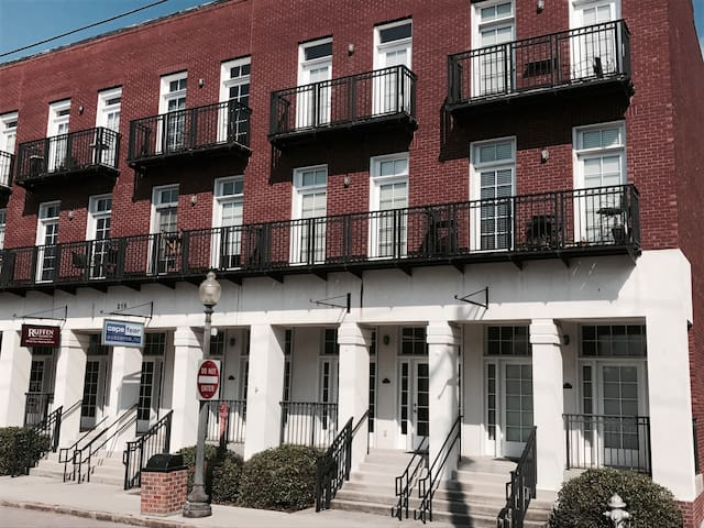 Loft on Water St- LOCATION, Gated, & FREE Parking!