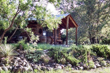 Log Cabin Studio - Escape to Bear Creek, Hiking, Nature, Relax