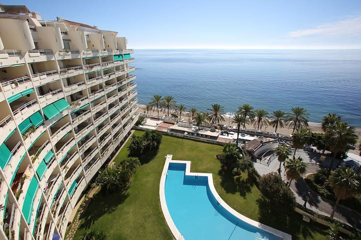 FRONT LINE BEACH  PENTHOUSE  IN MARBELLA TOWN