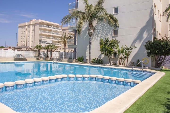 Apartamento en primera línea de playa con piscina