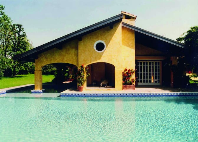 Majestic Villa w Swimpool    La Pinetina Golf Club
