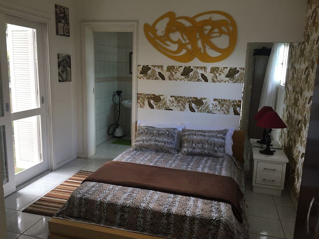 Quarto privativo em Condomínio Fechado - Capão da Canoa - บ้าน