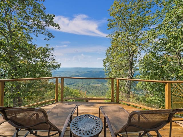 NEW - The Brow House, Big Decks with Scenic Sunset Views on Lookout Mountain