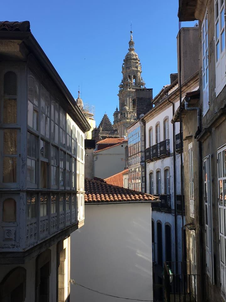 A unos pasos de la Catedral de Santiago