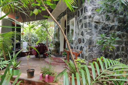 The Green Box~ Tiny Stone House (Home stay)