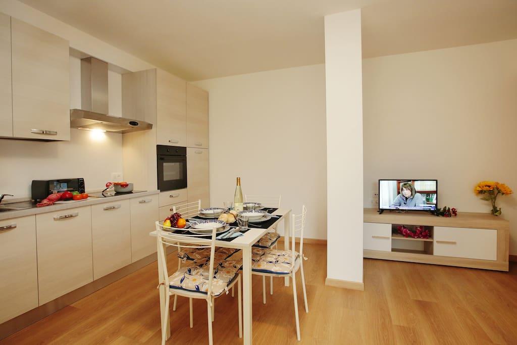 The kitchen corner with dinnertable