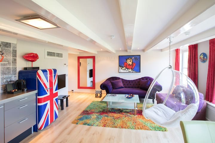 Livingroom + Kitchen Herman Brood apartment  Dutch Masters Amsterdam