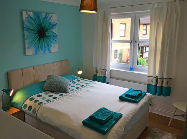 Super double bedroom & breakfast | Oxford airport