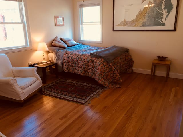 Large Bedroom with Private Bath in Historic 'hood!