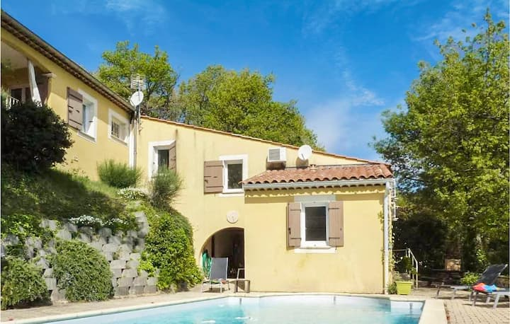 Holiday cottage with 4 bedrooms on 145m² in St Paul Trois Chateaux