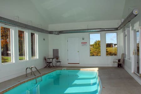Sleeps 14;Free Golf&Mini Golf;Indoor Pool, HotTub - Swanton - Ev