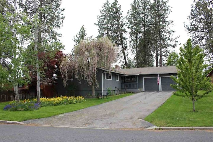 Contemporary ranch style home in an exclusively private neighbourhood with plenty of parking space on driveway