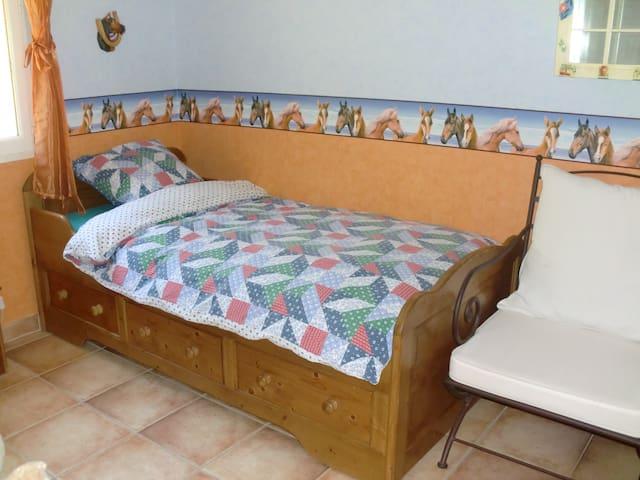 Chambres dans Villa sur les hauteurs d'Auriol - Auriol - Дом