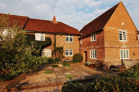 Self Contained wing of Beautiful Farmhouse - West Sussex