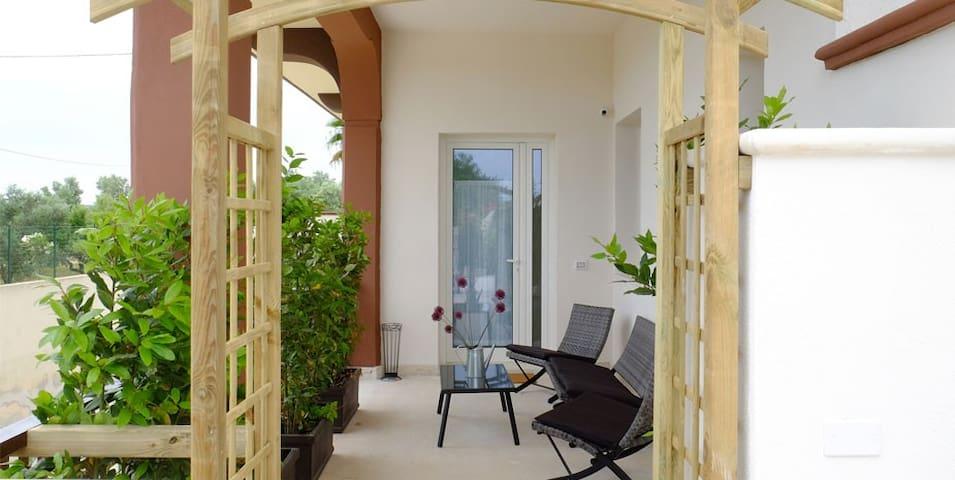 Luxury Studio with Pool n Garden c/o Il Sole BnB - Monopoli - Huoneisto