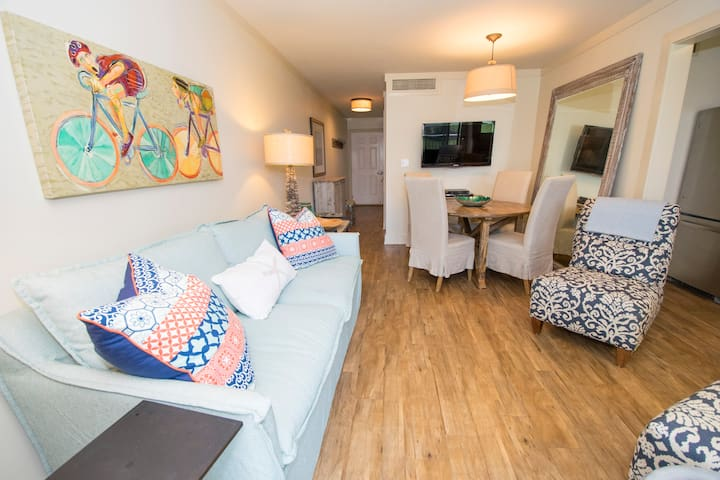 First Catch-Oceanfront 1BR-Recently Renovated - Fantastic View - WiFi - Pool - Sand Cliffs 210