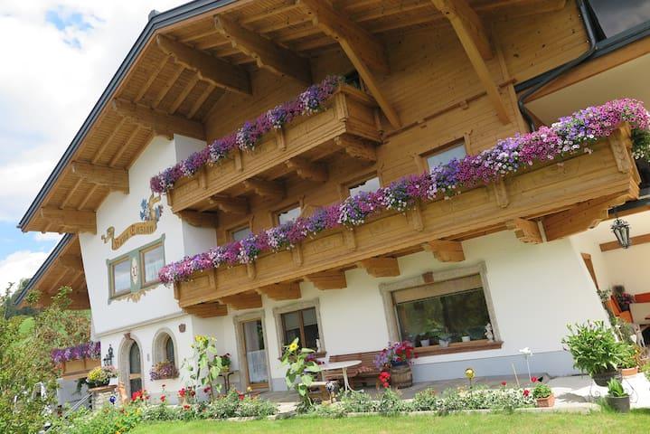 Familiäre Wohnung - Sommer in den Bergen