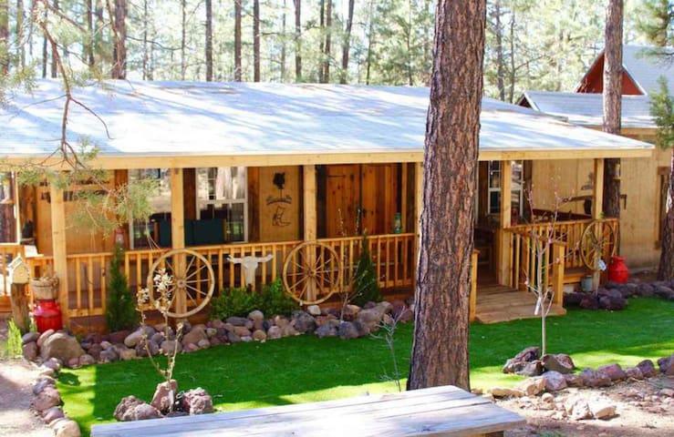 Herrera Family Cabin   30 miles Sunrise Ski Resort