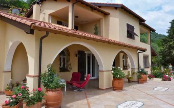 Villa Caneo  008029-LT-0062
