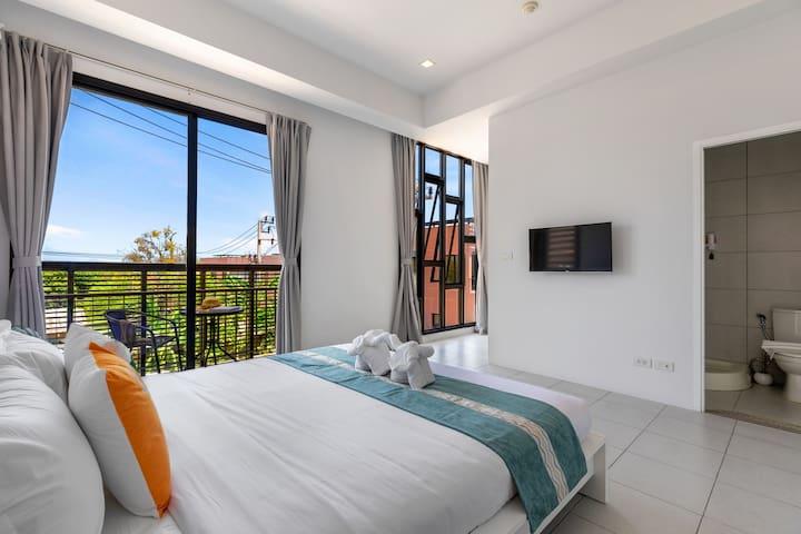 Great 3-Bedroom Condo Apt - FLASH PRICE!