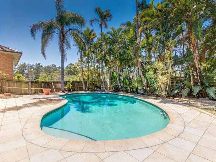 Executive apartment in Indooroopilly with pool