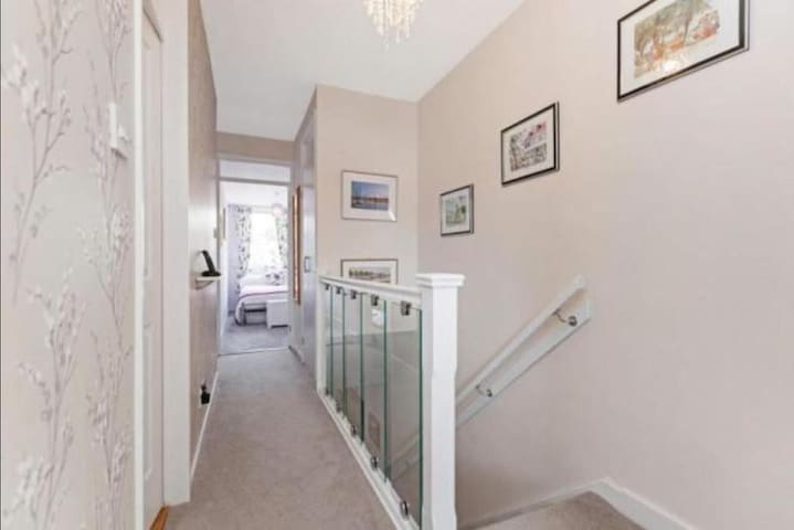 Cosy double bedroom in the heart of the West End
