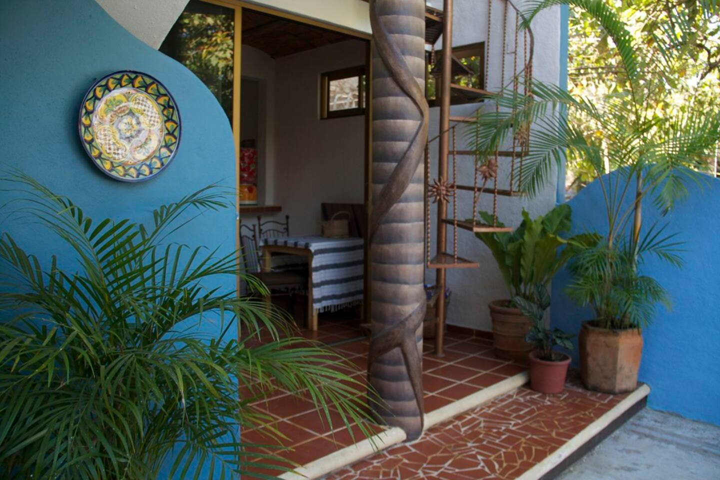 sweet little casita amore- perfect location across from the beach