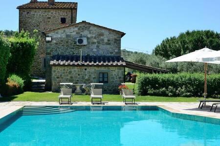 Stone house with private garden, Jacuzzi & pool - Tuoro sul Trasimeno