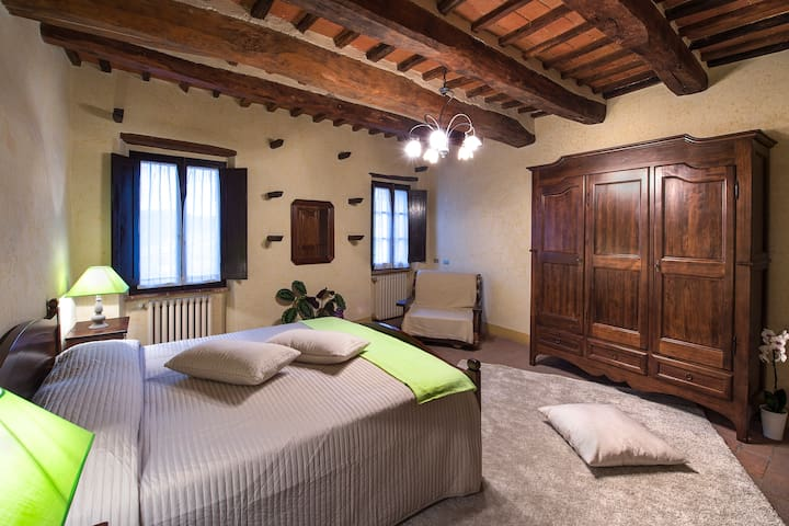 Green Bedroom B&B in Monteriggioni