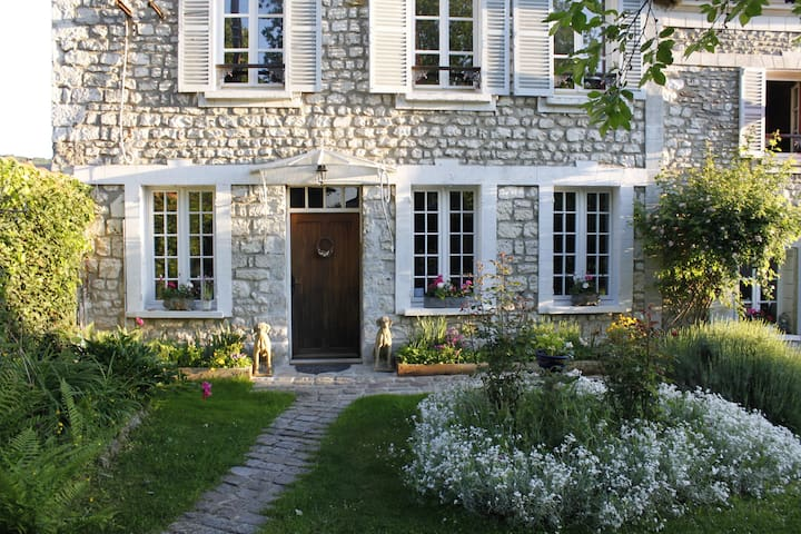 Charming studio AVENUE DU CHATEAU