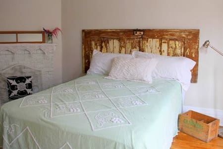 Ginger Beer Cottage - The Bay Room - Charlottetown - Guesthouse