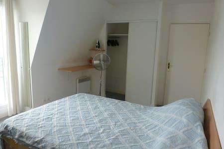 Chambre aménagée en centre-ville - le plessis Trévise - Flat
