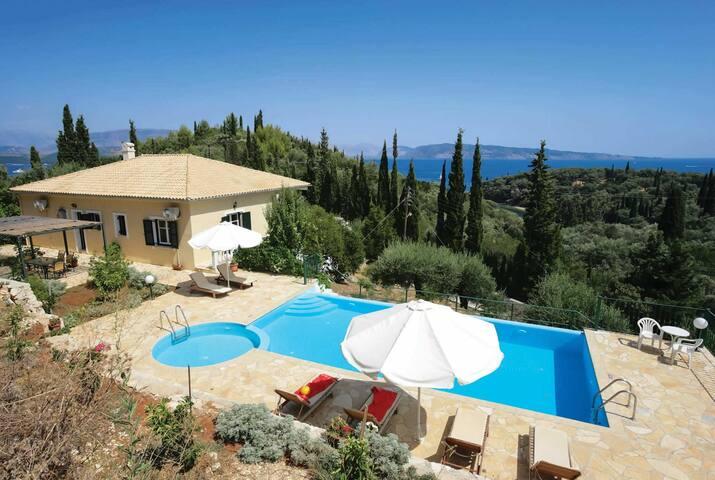 3 bedroom Villa sleeps 6 in Piraeus