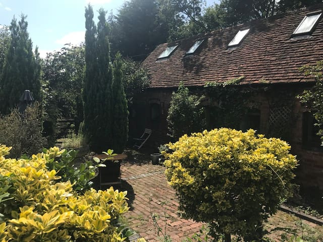 Country cottage-Scenic area-Pets welcome; Sleeps 6