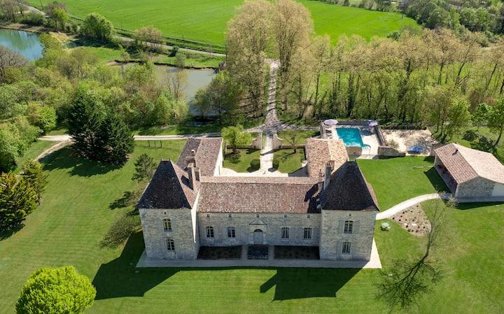 Château Secretary - Fully Renovated