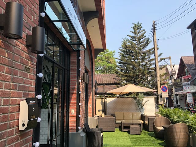 StyleMeB02宁曼路网红打卡精品酒店,房间超大装修时尚,每天房间保洁,一层咖啡餐厅,低价高品