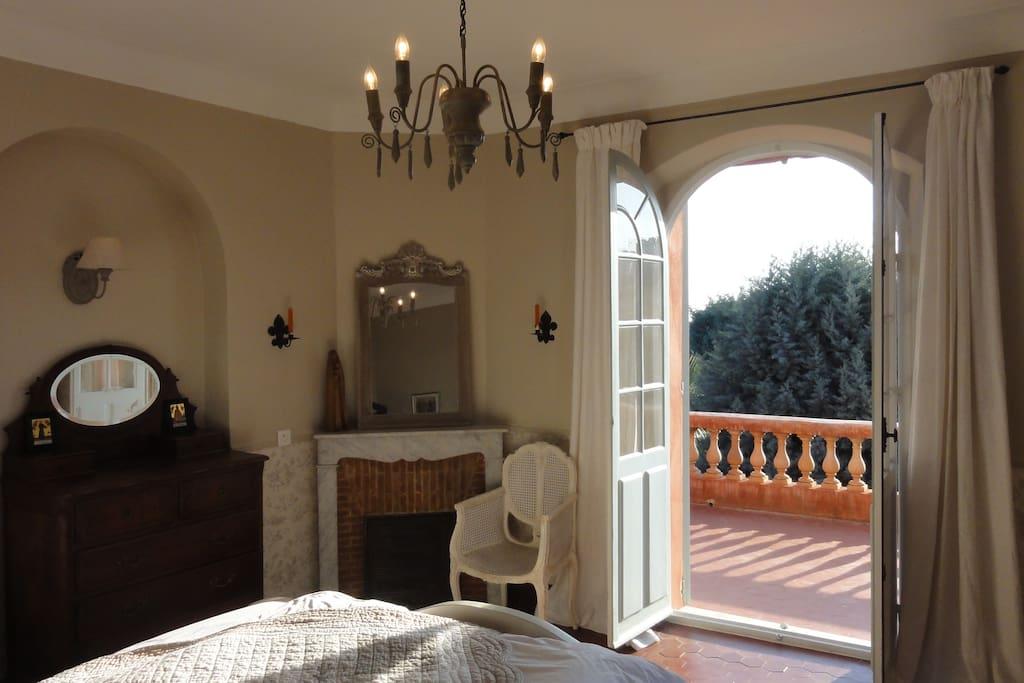 """Chambre/Room """"Côté Mer"""" with terrace/avec terasser"""