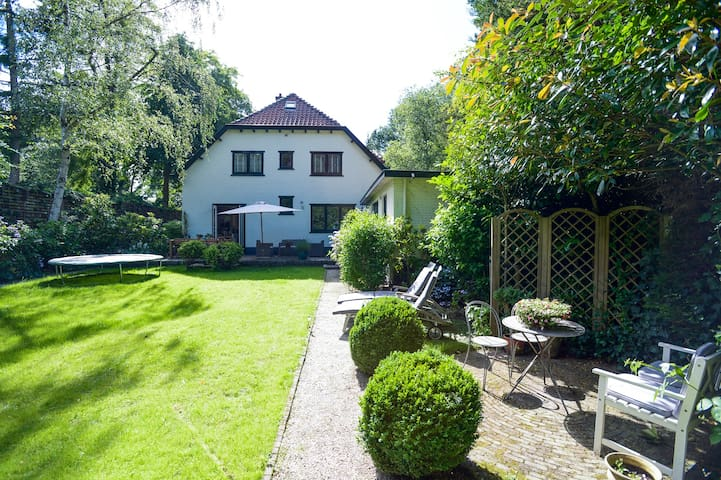 Villa with garden 20 km from Amsterdam - Laren - 別荘