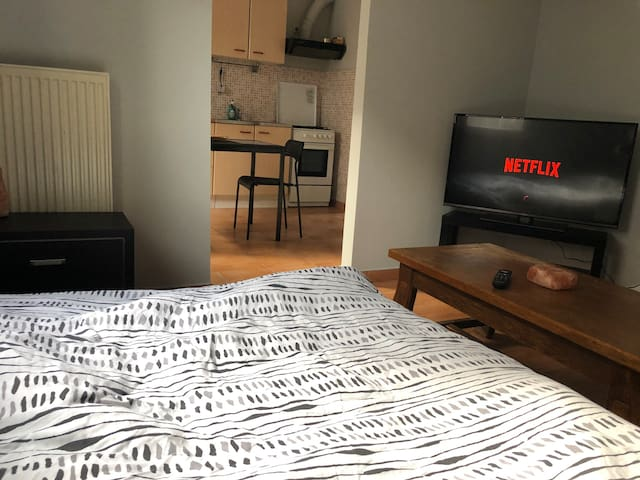Cosy studio near the city centre and EU quarters