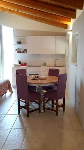 Bilocale con cucina e camera matrimoniale - Villafranca di Verona - Appartement