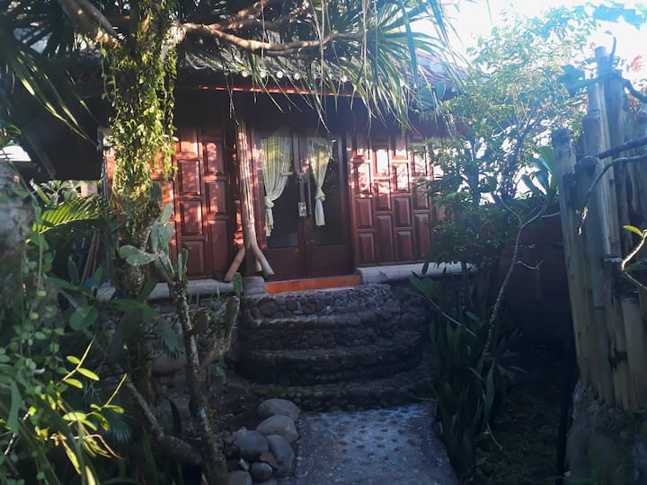 Private Wooden Bungalow -Medewi Surf Homestay-