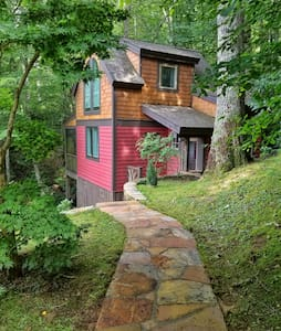 Lazy Moss Cabin at Lake Glenville and pet friendly