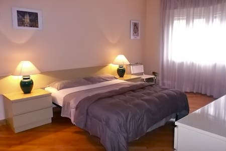 Elegant room Train st. Center. No extra fees - Wohnung