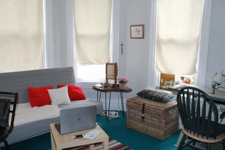 Cozy studio in Berkeley