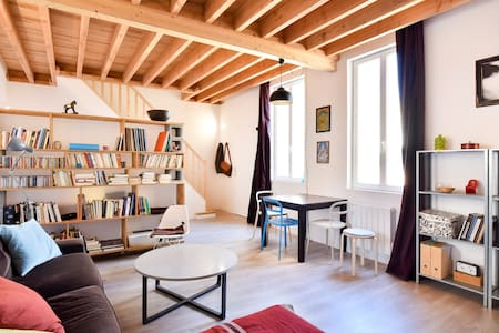 Centre historique : Chambre privée dans beau T3