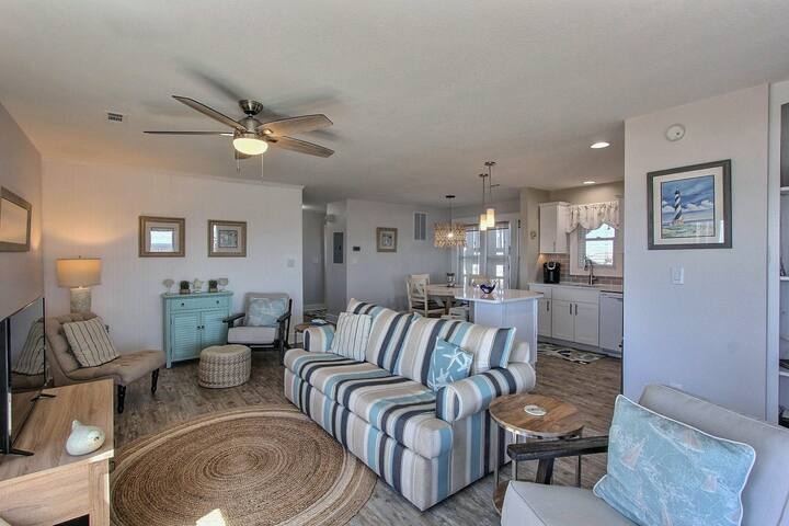 Oceanfront 2 bedroom condo w/ private W/D, WiFi, shared pool, AC